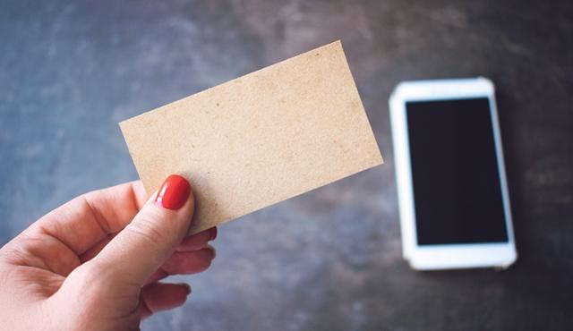 Dentista, por que utilizar cartões de visita em plena era digital?